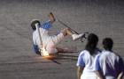 Elle tombe pendant la cérémonie des Jeux paralympiques: quand elle se relève tout le monde la soutient et l'applaudit