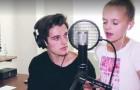 Zijn zusje begint te zingen, maar als hij zich bij haar voegt is deze cover helemaal spectaculair!