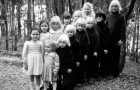 Elle a créé une secte qui maltraitait les enfants mais elle n'a fait qu'un jour de prison: l'histoire absurde de 'La Famille'
