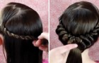 Elle divise les cheveux en des mèches, les enroule avec soin et voici le superbe résultat qu'elle obtient