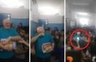El profesor se jubila: el saludo de TODA la escuela sera dificil de olvidar