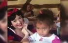 Blancanieves se acerca a la niña: su reaccion es completamente anormal