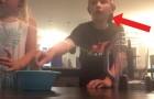 Mentre 2 fratellini girano il loro primo video, un TORNADO colpisce la loro casa