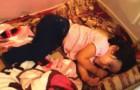 La bambina inizia a muoversi nel sonno: il motivo vi farà venire le lacrime agli occhi