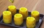 Sie schabt die Kartoffeln aus und stellt sie auf ein Backblech: nach der dafür gewählten Füllung leckt man sich die Finger