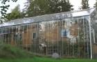 Un couple suédois construit une serre autour de sa maison : voici le résultat final et les bénéfices qu'elle comporte