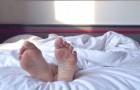 Weiter zu schlafen nachdem der Wecker geklingelt hat ist ein Zeichen von Intelligenz: Das sagen die Wissenschaftler