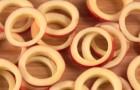Wie man frittierte Zimt-Apfelringe zubereitet, die Ihr Gaumen nicht vergessen wird