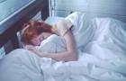 Wie blijft slapen nadat de wekker afgaat is intelligenter: dat zegt de wetenschap