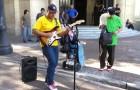 Excelente interpretacion de Sultans of Swing por las calles de San Pablo