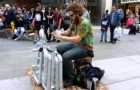 Creativity and musical talent: this street artist is incredible