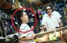 Quando esta criança começa a cantar, o comerciante não acredita naquilo que ouve...