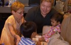 O maravilhoso gesto de uma criança que vê a sua irmãzinha adotiva pela primeira vez