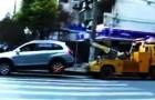 El auto de esta mujer esta por ser removido: su reaccion esta fuera de control!