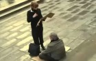 A woman takes the sign of ablind and homeless man: what she does leaves him speechless !