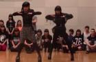 Zwei japanische Mädchen bereiten sich aufs Tanzen vor. Habt ihr schon mal so was gesehen