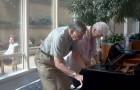 En la sala de espera de una clinica, una pareja de ancianos regala a todos un momento UNICO