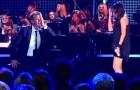Canta una famosa cancion de Celine Dion y el pianista no cree a sus oidos