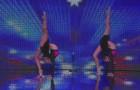 Anfangs sieht es aus wie ein üblicher Tanzauftritt, doch diese Zwillinge werden euch überraschen!