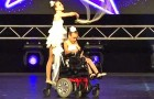 A young girl is in a wheelchair: what her sister does will leave you speechless !