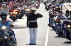 Todos os anos este militar fica 3 horas em pé: o motivo vai te emocionar.