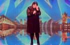 Quando ela sobe no palco é muito nervosa, mas vejam de coisa é capaz!