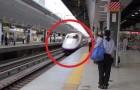Un treno arriva in stazione: ciò che avviene nei successivi 7 MINUTI è miracoloso!