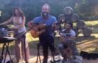 STING prend sa guitare et fait une SURPRISE aux hôtes de son domaine... La vidéo fait le tour du web