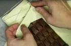 Ze plaatst een hele chocoladereep op bladerdeeg: wat er vervolgens uit de oven komt, is een meesterwerk!