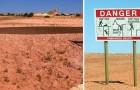 Veel verbodsbordjes en kuilen op deze vlakte. Wat zit er onder de grond? Een heel dorp!