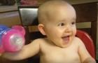 De lach van een kind is het mooiste geluid dat er bestaat: de lach van dit kind is onweerstaanbaar!