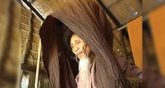 Er hat die Haare seit 50 Jahren nicht geschnitten: Der 73 jährige lüftet seinen Turban und zeigt sein Rekord-Haar