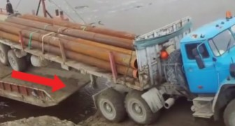 A huge truck during a delicate maneuver has an absurd accident!