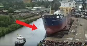 Han visto alguna vez la inauguracion de una embarcacion grande? Es muy sugestivo!