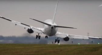 O avião tenta aterrissar com fortes ventos: a manobra causa arrepios...