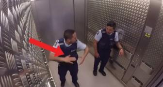 Politieagenten in de lift: hun weg naar de begane grond is een weg vol verrassingen!