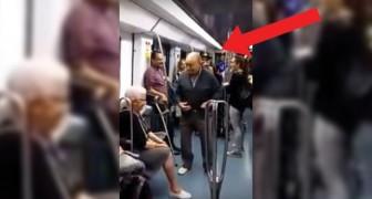 En la metro se exhibe un grupo de rap: para acompañarlos una pareja que no te esperas