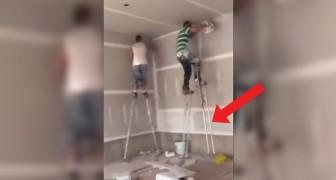 Om niet steeds met een trap te moeten slepen, hebben deze 2 schilders de ideale oplossing gevonden... op hoog niveau!