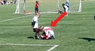 Während einer Partie lassen 2 Kinder das Stadion ohne Worte: das möchten wir beim Fußball sehen