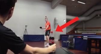 Ouvrir une bouteille avec une balle de ping pong. Impossible? Regardez ici...