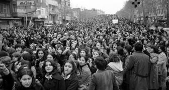 Die Regierung setzt den Schleier durch: Hier die faszinierenden Fotos des Protests der iranischen Frauen von 1979