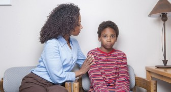 I genitori iperprotettivi provocano danni psicologici GRAVI ai loro figli. Ecco perché e quali sono