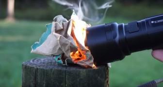 Een minizaklamp waarmee je binnen enkele seconde een vuurtje kunt maken: