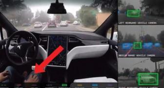 Tesla Motors les muestra el futuro de la guia automatica. Atense los cinturones!
