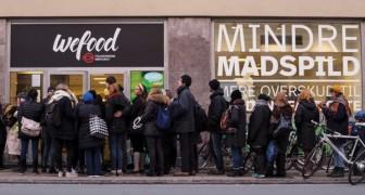 Apre in Danimarca un negozio che vende solo prodotti SCADUTI: il successo è incredibile