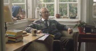 Deze opa leert Engels: dit is de leukste en meest verrassende kerstcommercial ooit!
