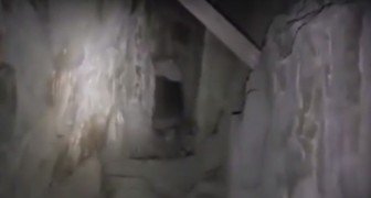 Er betritt ein verlassenes Bergwerk: was er dort HÖRT lässt ihn sofort nach draußen laufen