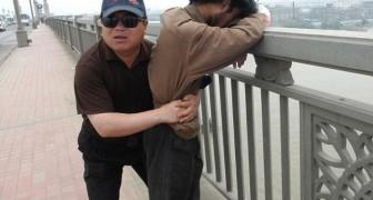 Il surveille un pont depuis plus de 13 ans : partons à la rencontre de l'homme qui a sauvé plus de 300 vies jusqu'à aujourd'hui.