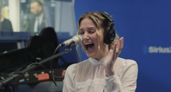 Hear Jennifer Nettles sing two classic holiday songs -- Live!