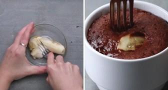Torta soffice al cioccolato e banana... in tazza! Ecco la ricetta per questa golosa accoppiata